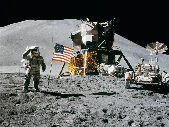 Apollo_15_flag-moon-1600-1200