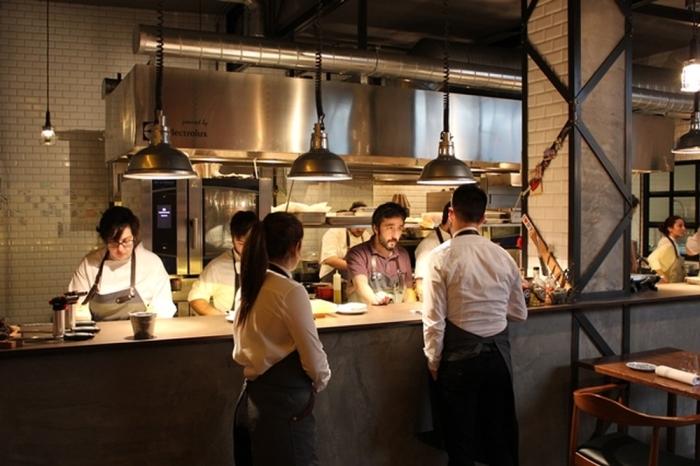 Restaurante DSTAgE Madrid, Il Bancone della Cucina